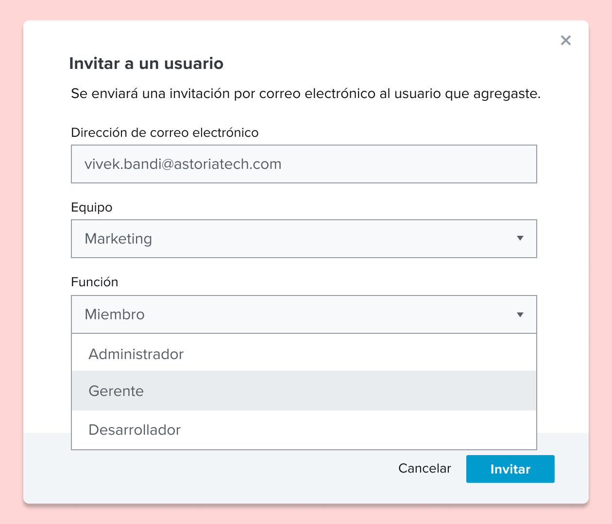 Captura de pantalla de la invitación a un usuario a un documento de HelloSign y la asignación de un rol