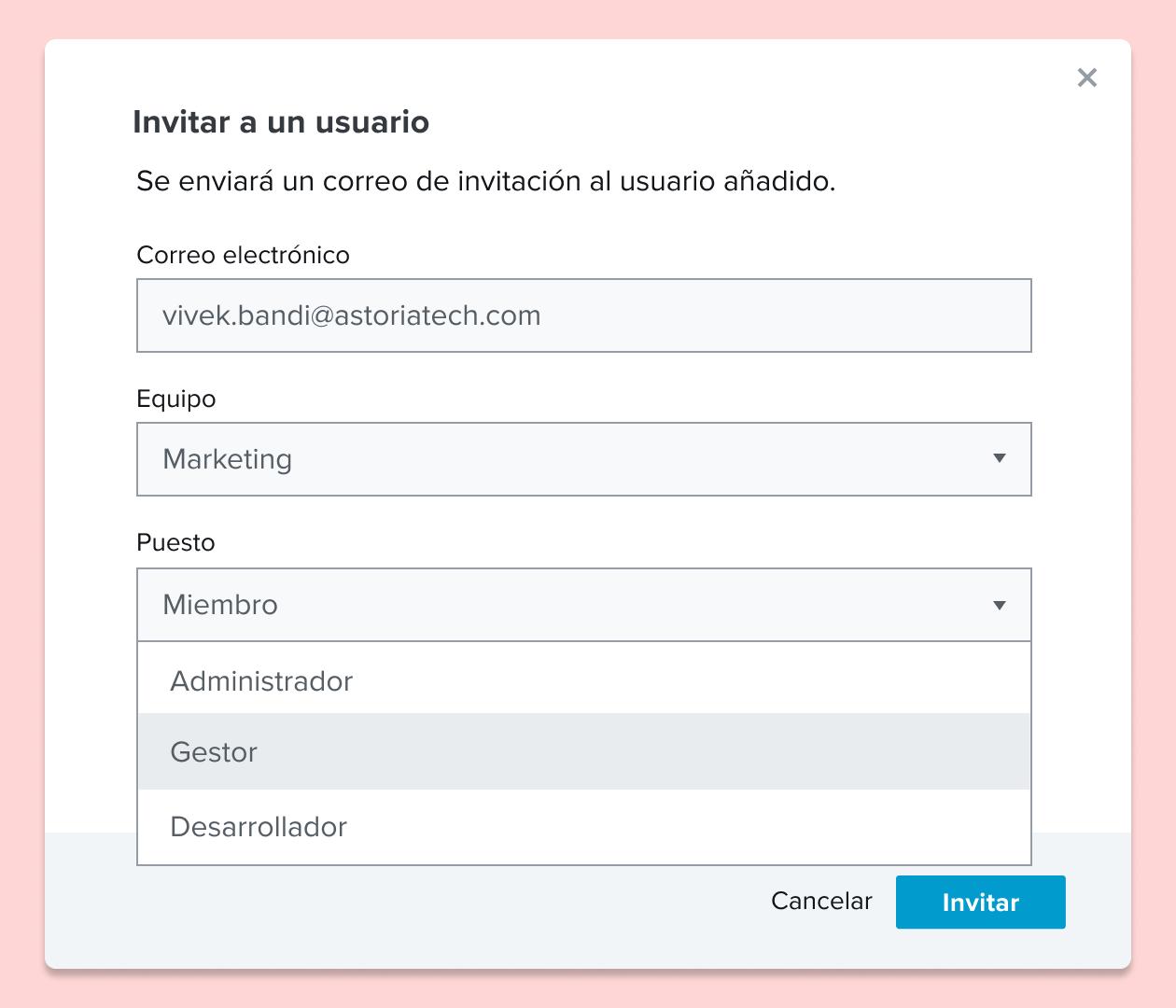 Captura de pantalla de la invitación a un usuario a un documento de HelloSign, y la asignación de un rol