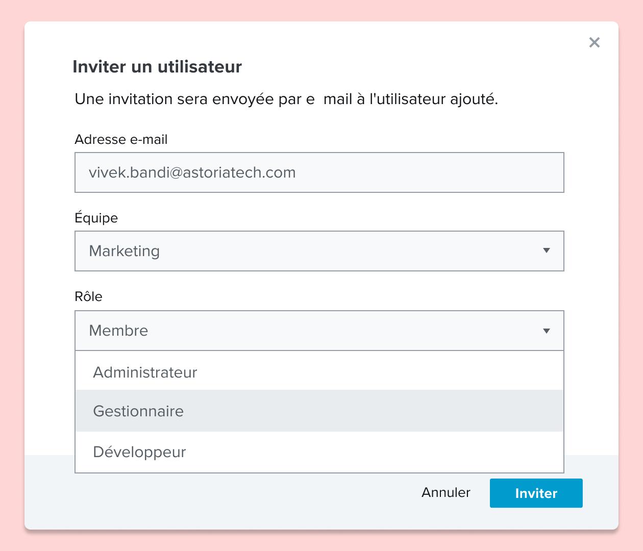 Capture d'écran d'invitation d'un utilisateur à rejoindre un document HelloSign, et attribution d'un rôle