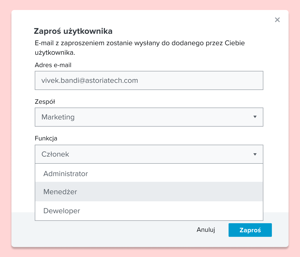 Zrzut ekranu przedstawiający przesyłanie użytkownikowi zaproszenia do dokumentu oraz przypisywanie mu roli