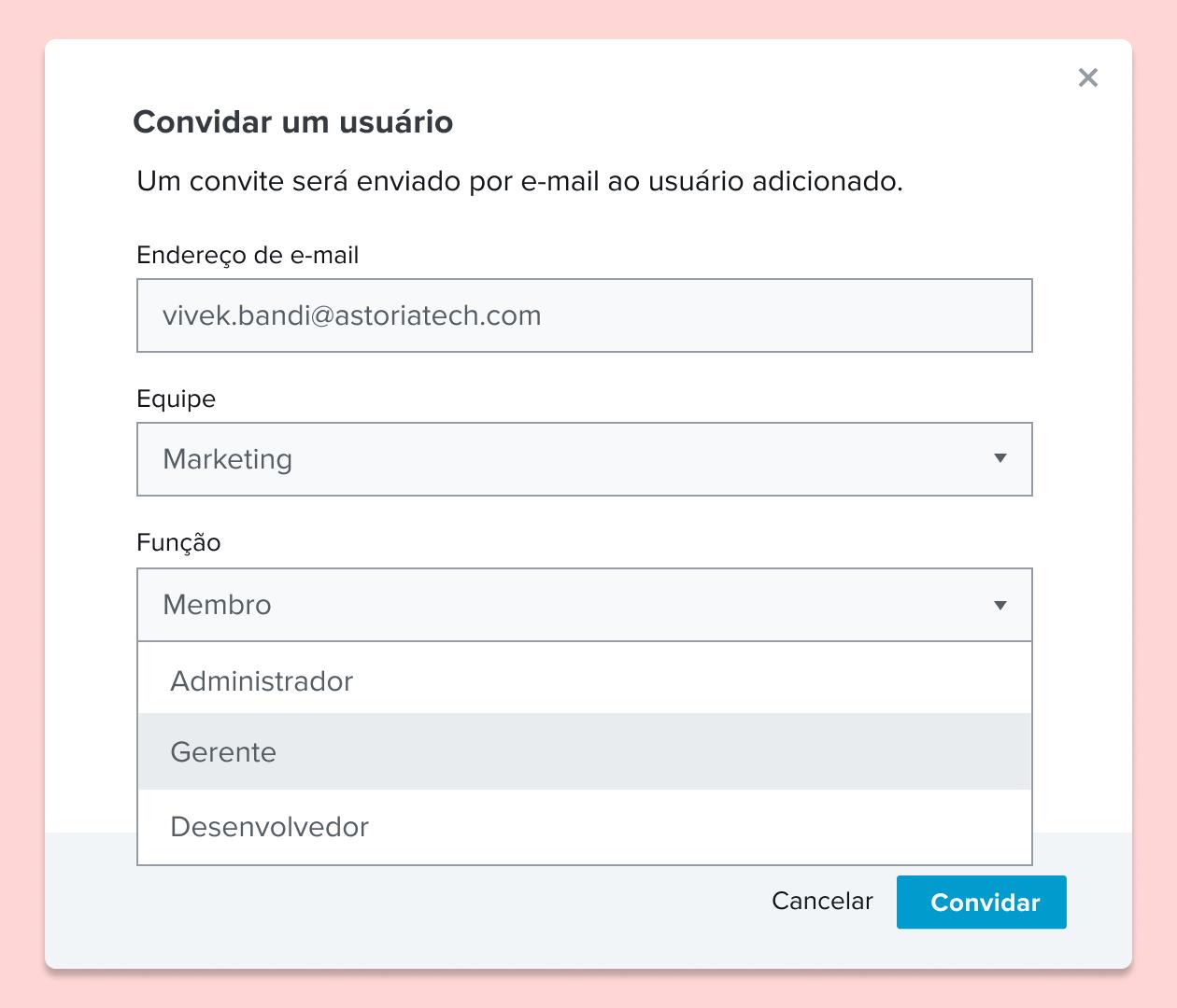 Captura de tela de um convite a um usuário para um documento do HelloSign e atribuição de uma função